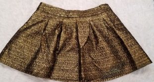 Banana Republic Gold Metallic Pleated A Line Skirt Beautiful gold textured metal...